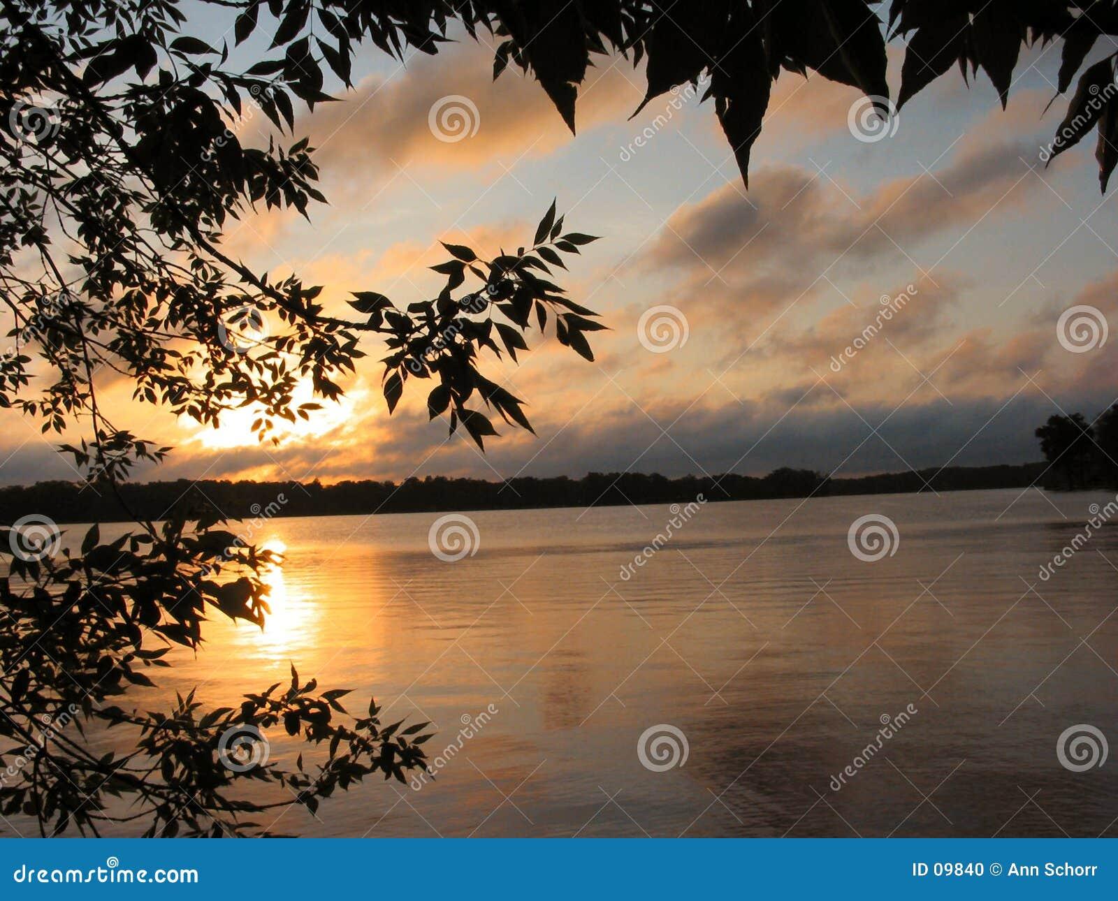 Salida del sol en el lago reed s - 1