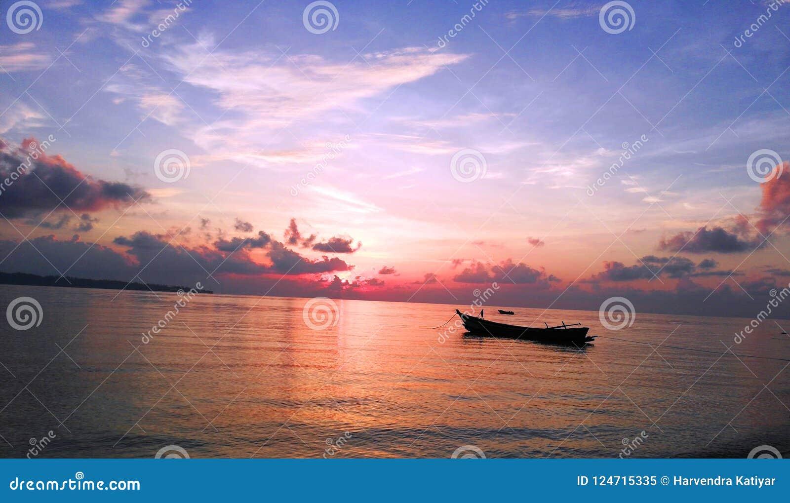 Salida del sol en el Océano Índico