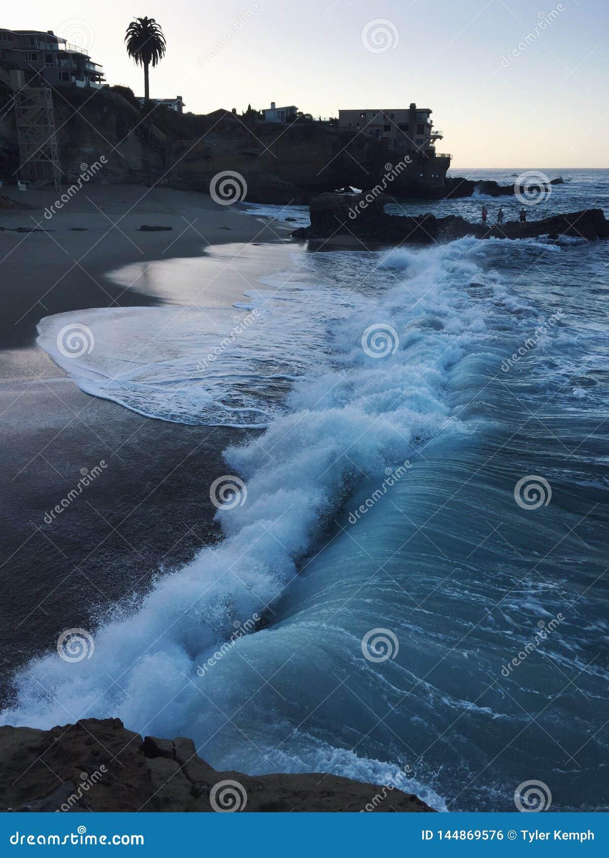 Salida del sol en la playa en California