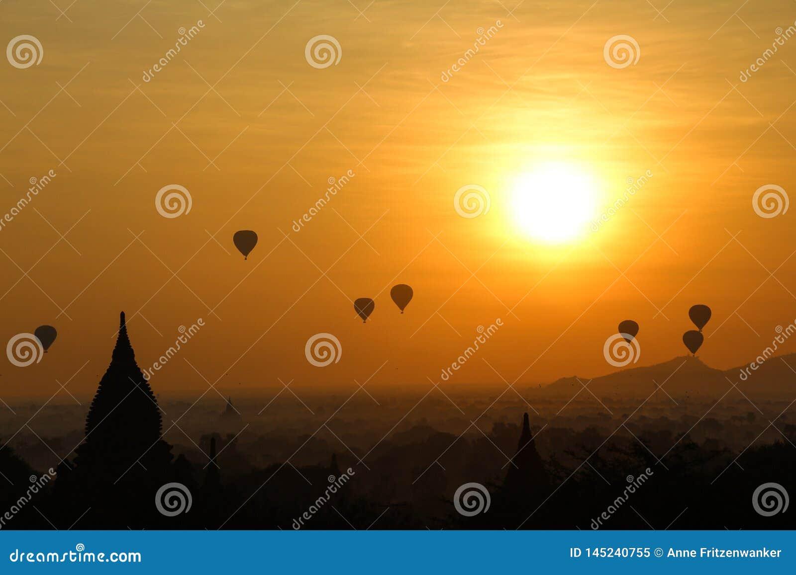 Salida del sol en Myanmar