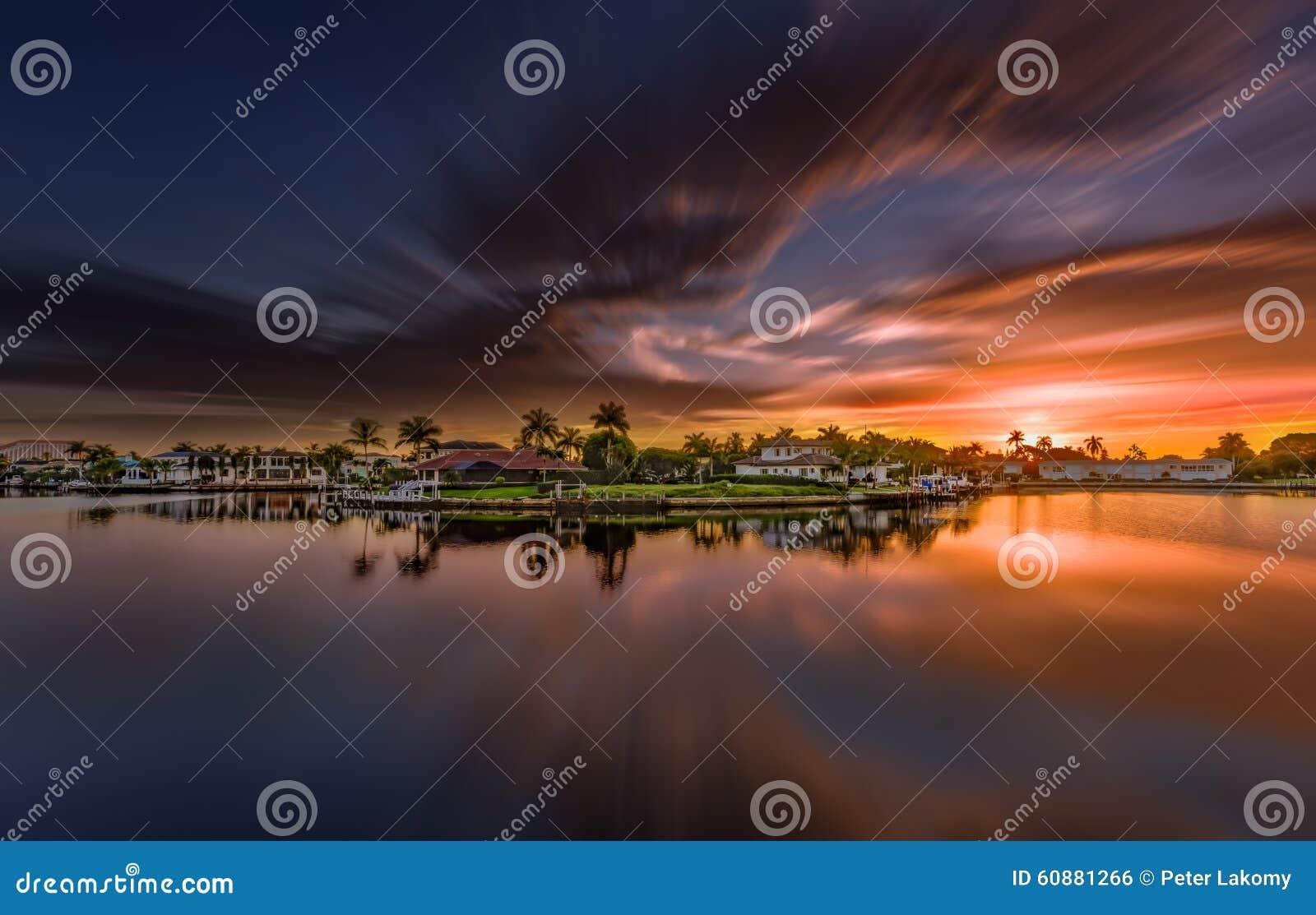 Salida del sol en Nápoles, la Florida