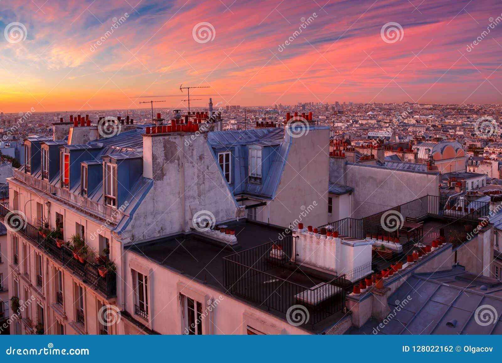 Salida del sol en París, Francia