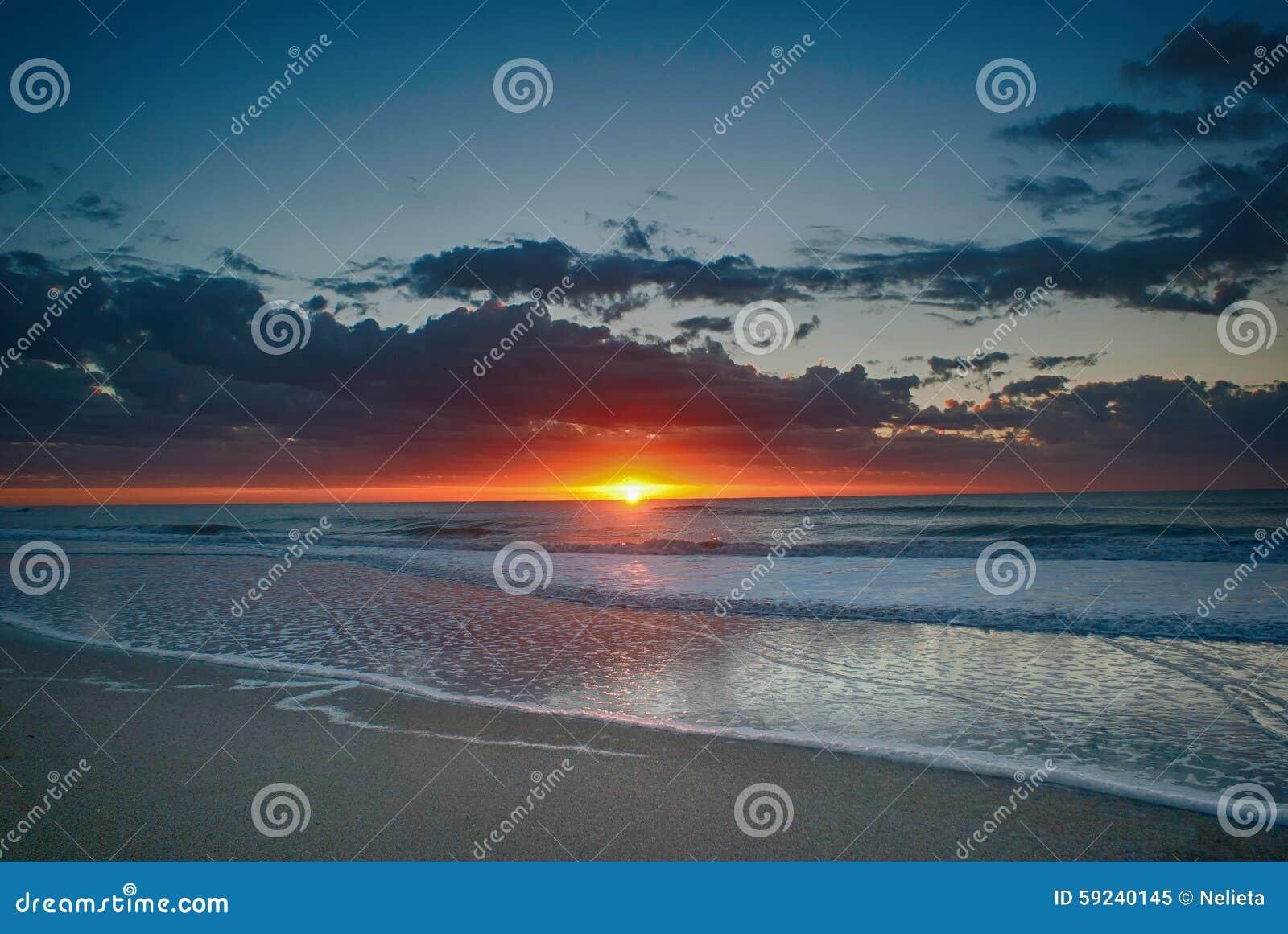 Download Salida Del Sol En Pinamar, La Argentina Imagen de archivo - Imagen de playa, argentina: 59240145