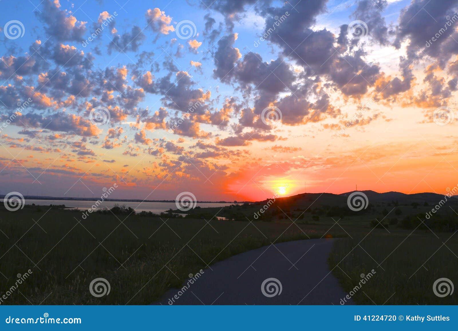 Salida del sol nublada de Oklahoma