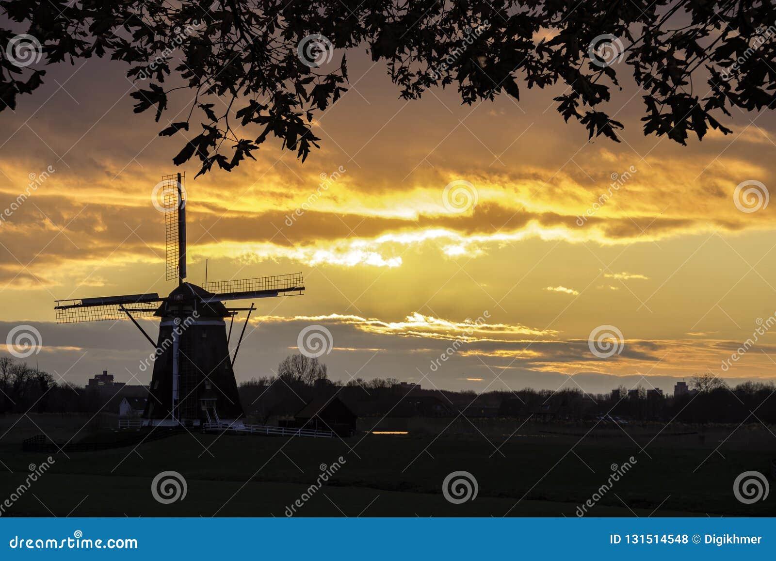 Salida del sol ritual holandesa