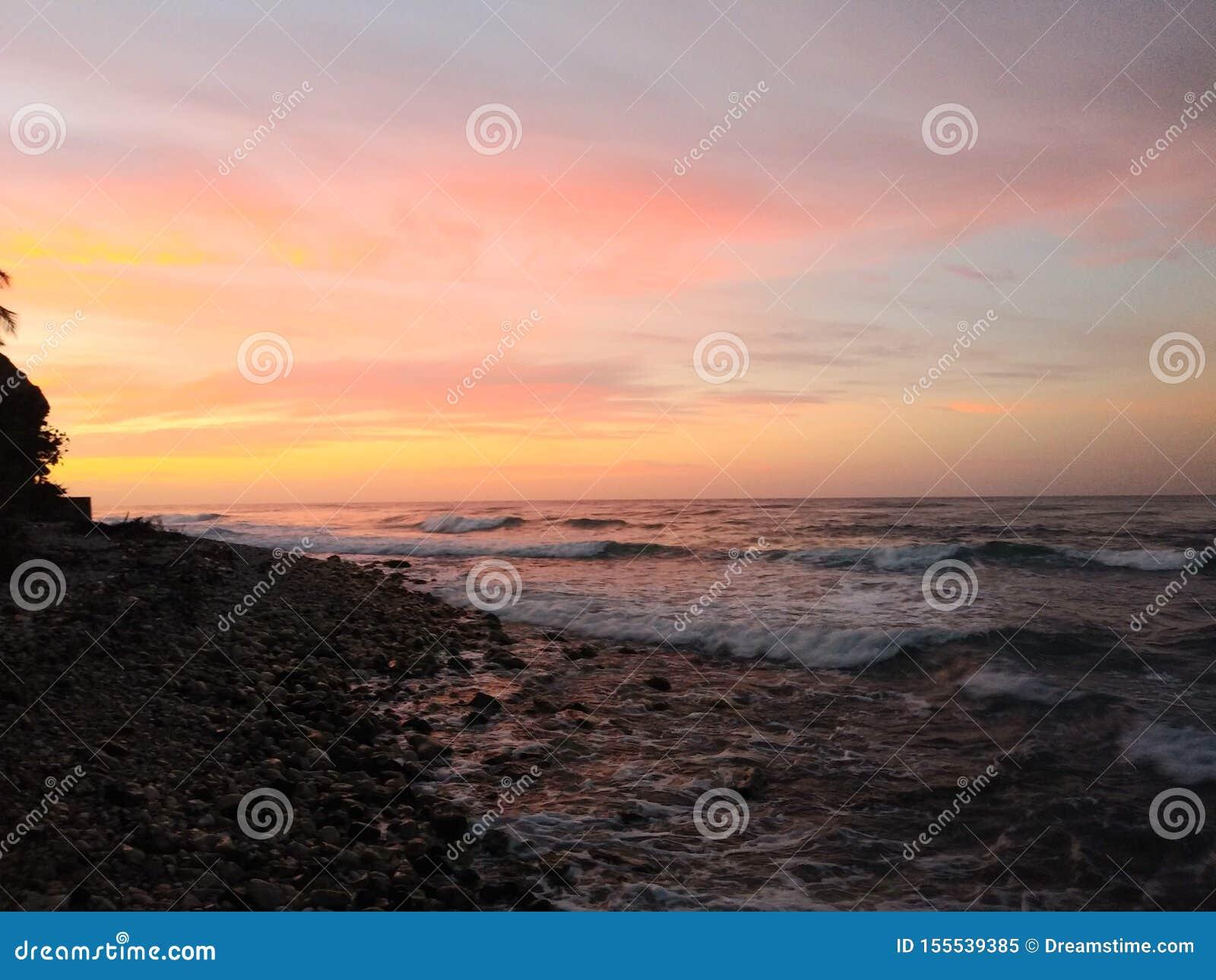 Salida del sol sobre el mar del Caribe