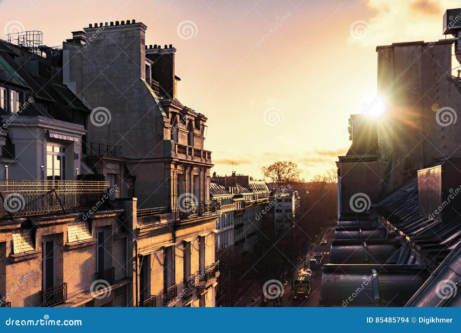 Salida del sol sobre París