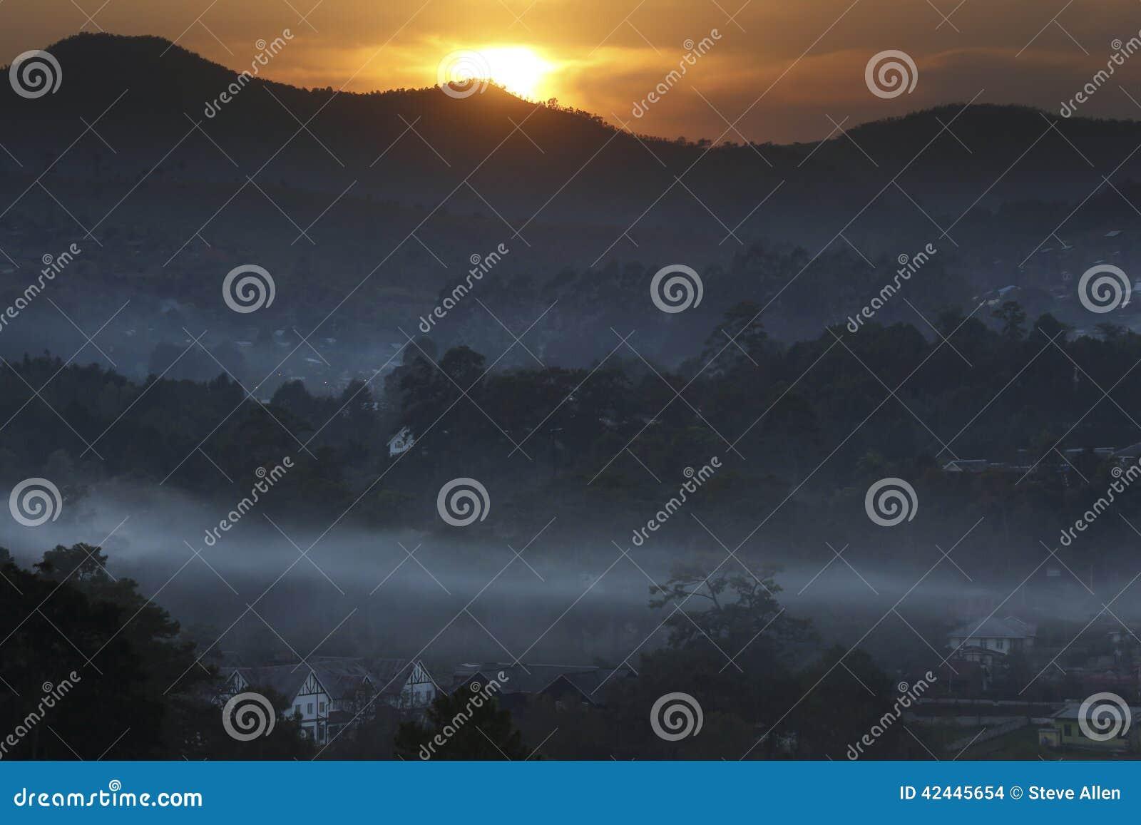 Salida del sol sobre Taunggyi - Shan State - Myanmar