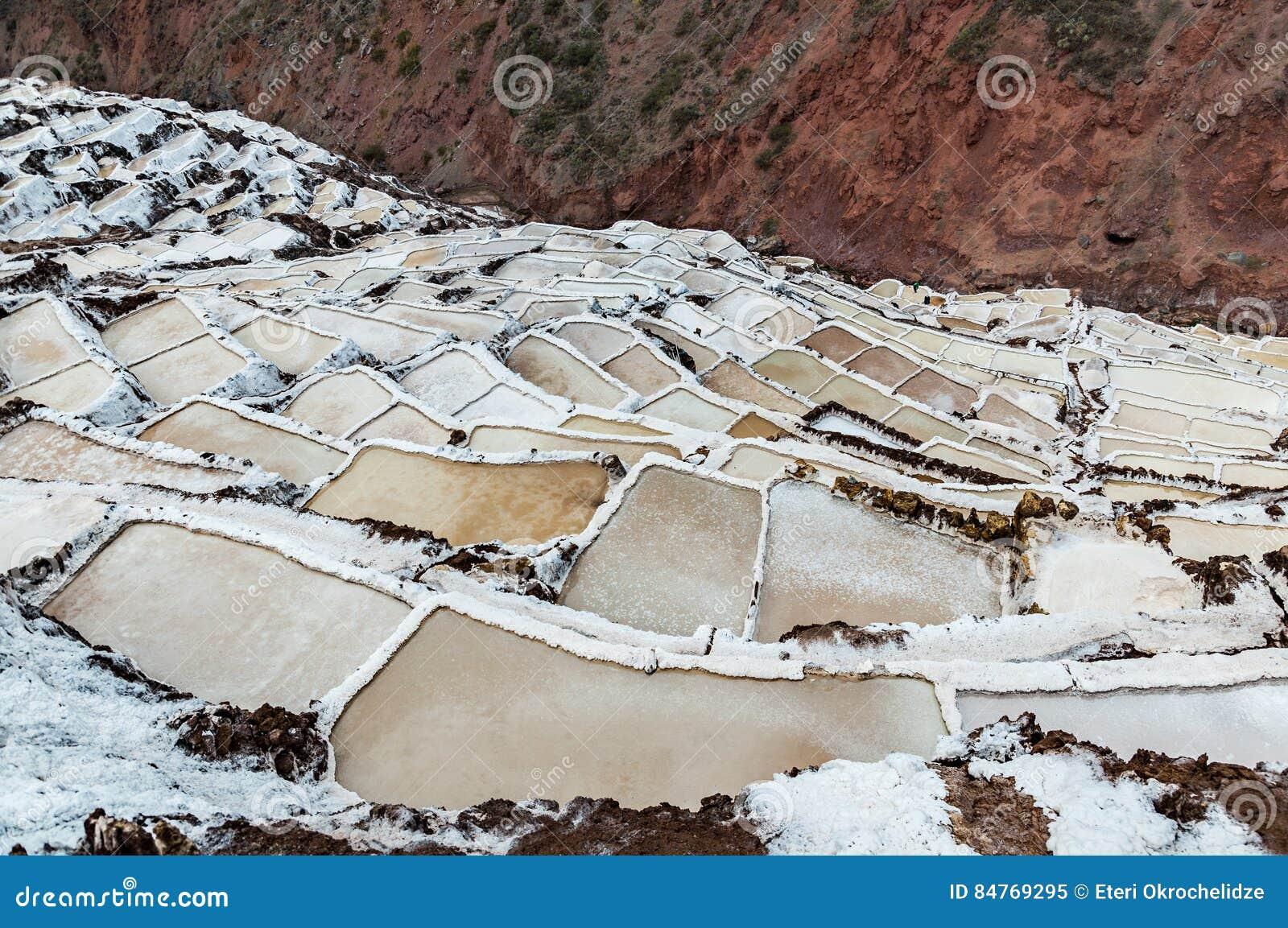 Salinas de Maras, Perú Mina natural de la sal Cacerolas de Inca Salt en Maras, cerca de Cuzco en valle sagrado, Perú