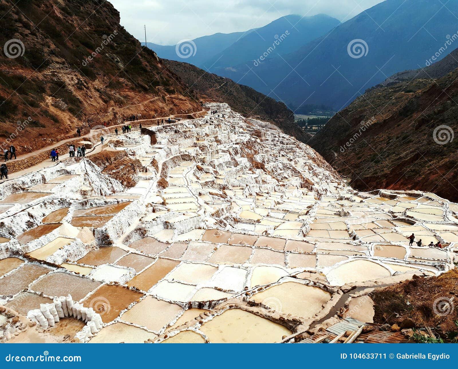Download Salineras del Maras redactionele foto. Afbeelding bestaande uit peru - 104633711