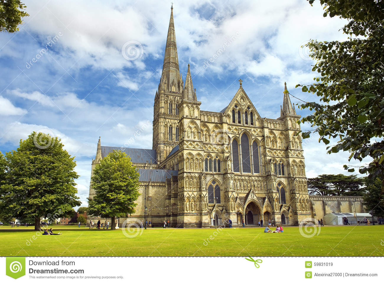 Salisbury United Kingdom  city images : SALISBURY, UNITED KINGDOM August 03, 2015: Salisbury Cathedral and ...