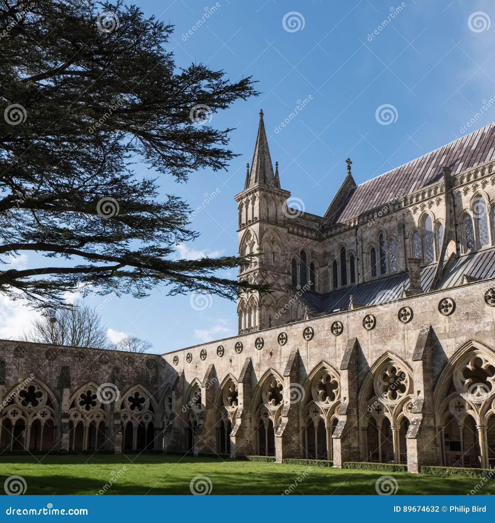 SALISBURY, WILTSHIRE/UK - 21 MAART: Buitenmening van Salisbury