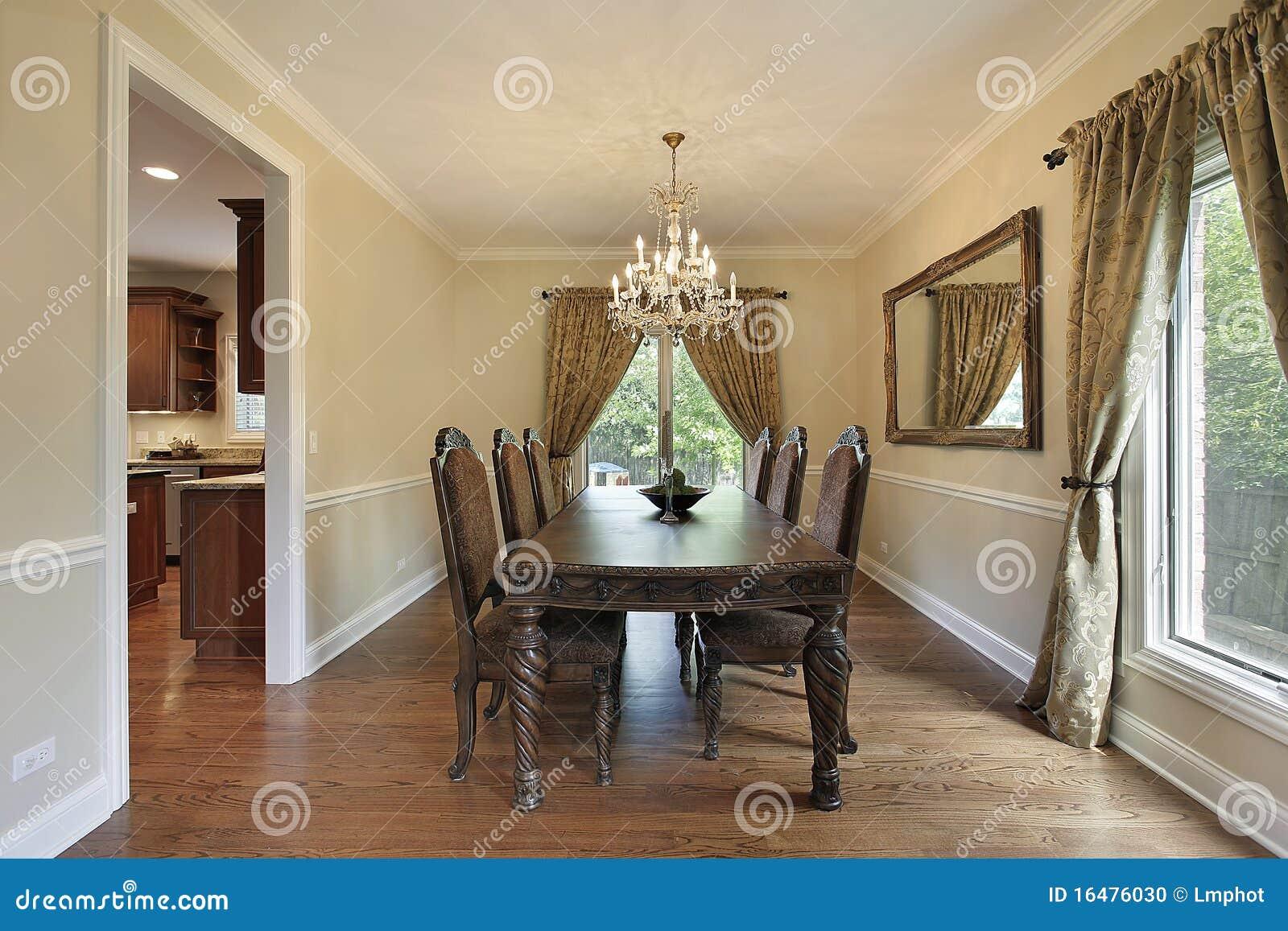 Salle manger avec des rideaux d 39 or photo stock image - Rideaux de salle a manger ...