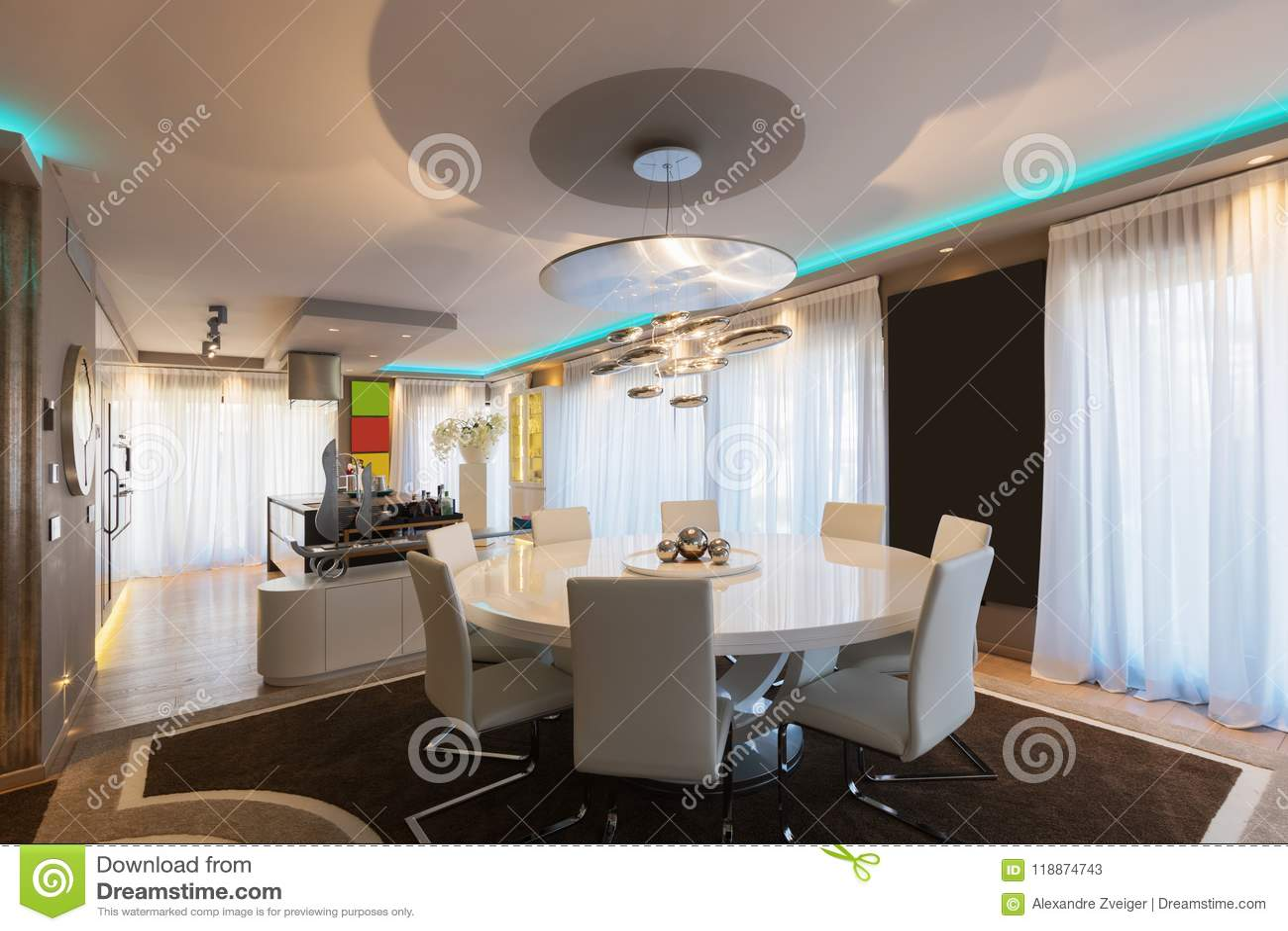 Salle à Manger Avec La Table Ronde Image stock - Image du ...