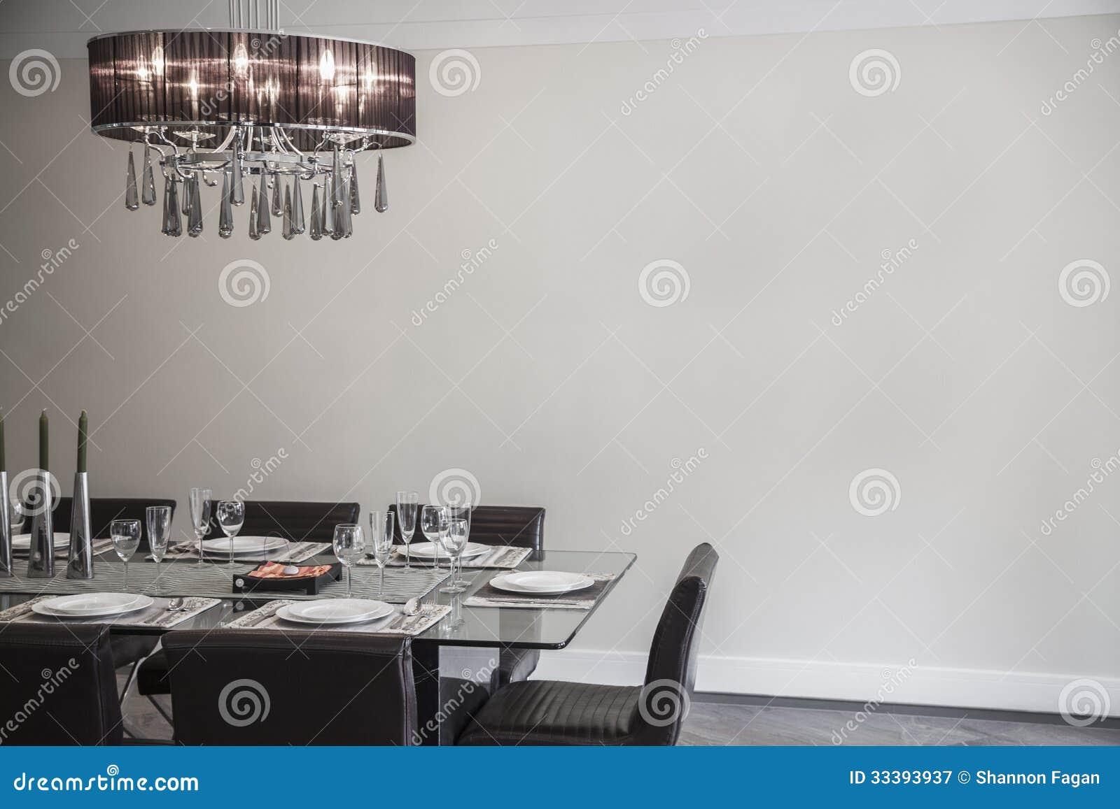 Salle manger avec les meubles et le lustre modernes for Salle 0 manger