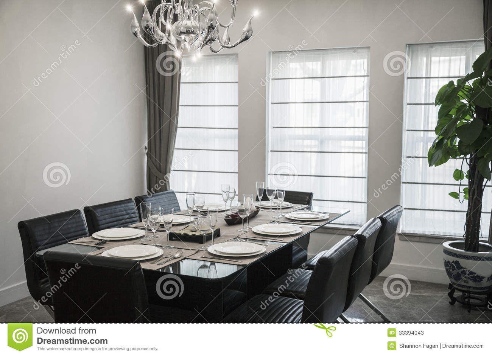 Salle manger avec les meubles et le lustre modernes for Salle a manger tunisie avec prix