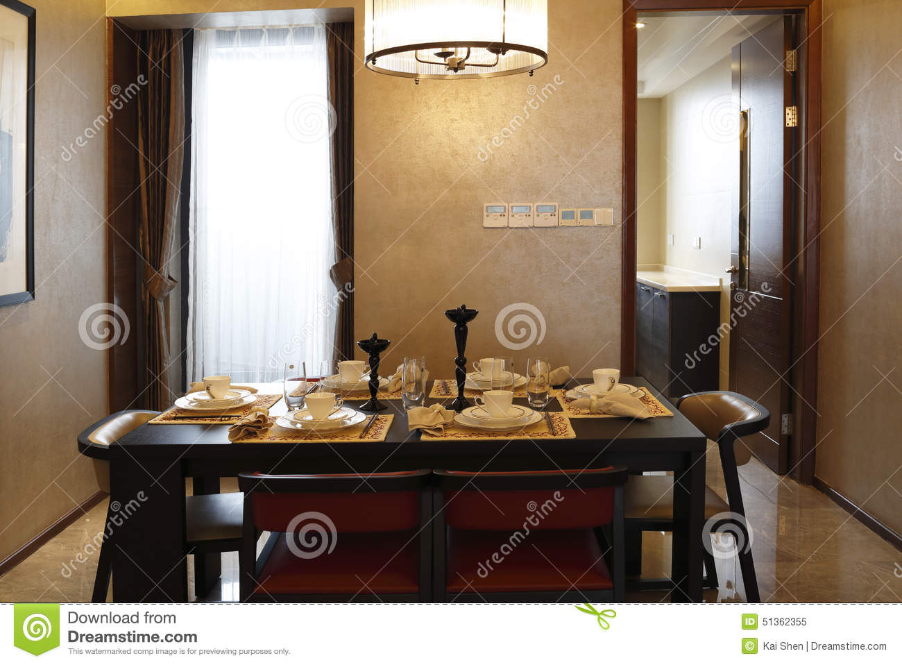 Salle A Manger Commode Dans L Appartement Image Stock