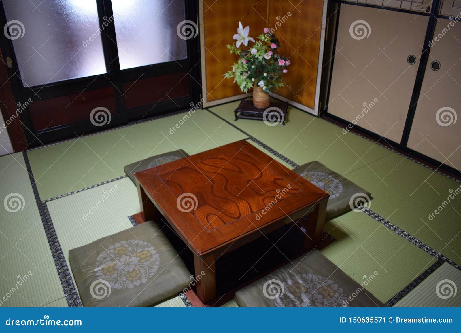 Table À Manger Japonaise salle à manger d'une maison traditionnelle image stock