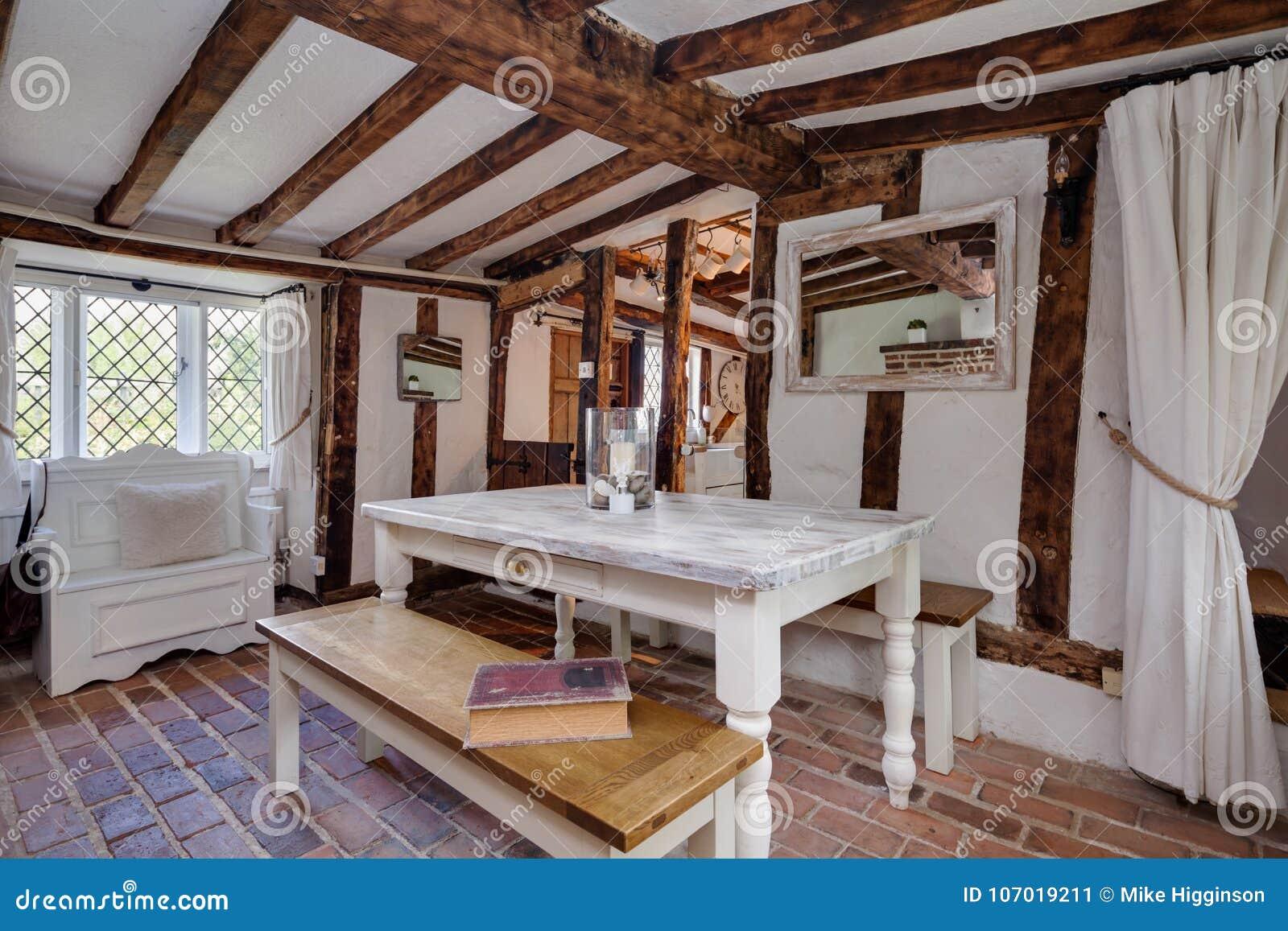 Salle A Manger De Beau Cottage Anglais Traditionnel Du 16eme