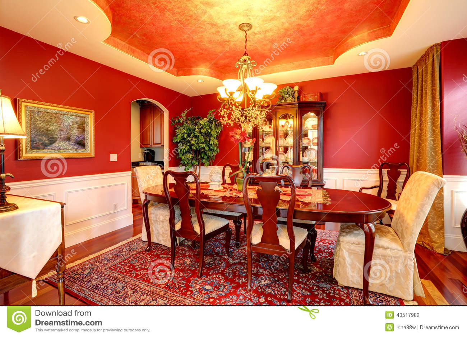 Salle manger de luxe dans la couleur rouge lumineuse photo stock image 43517982 for Salle a manger rouge