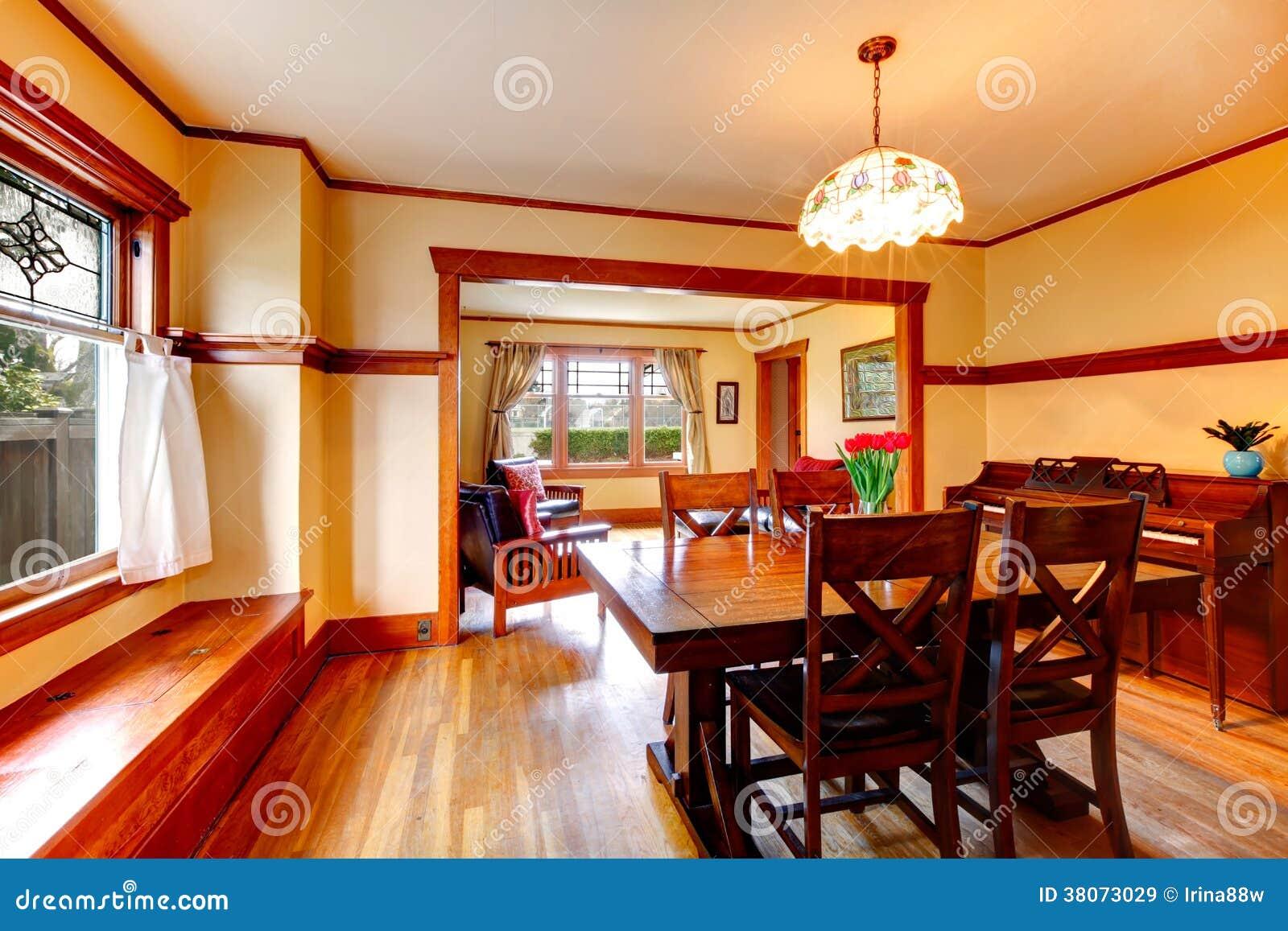 Salle manger rustique avec le piano images libres de - Relooking salle a manger rustique ...