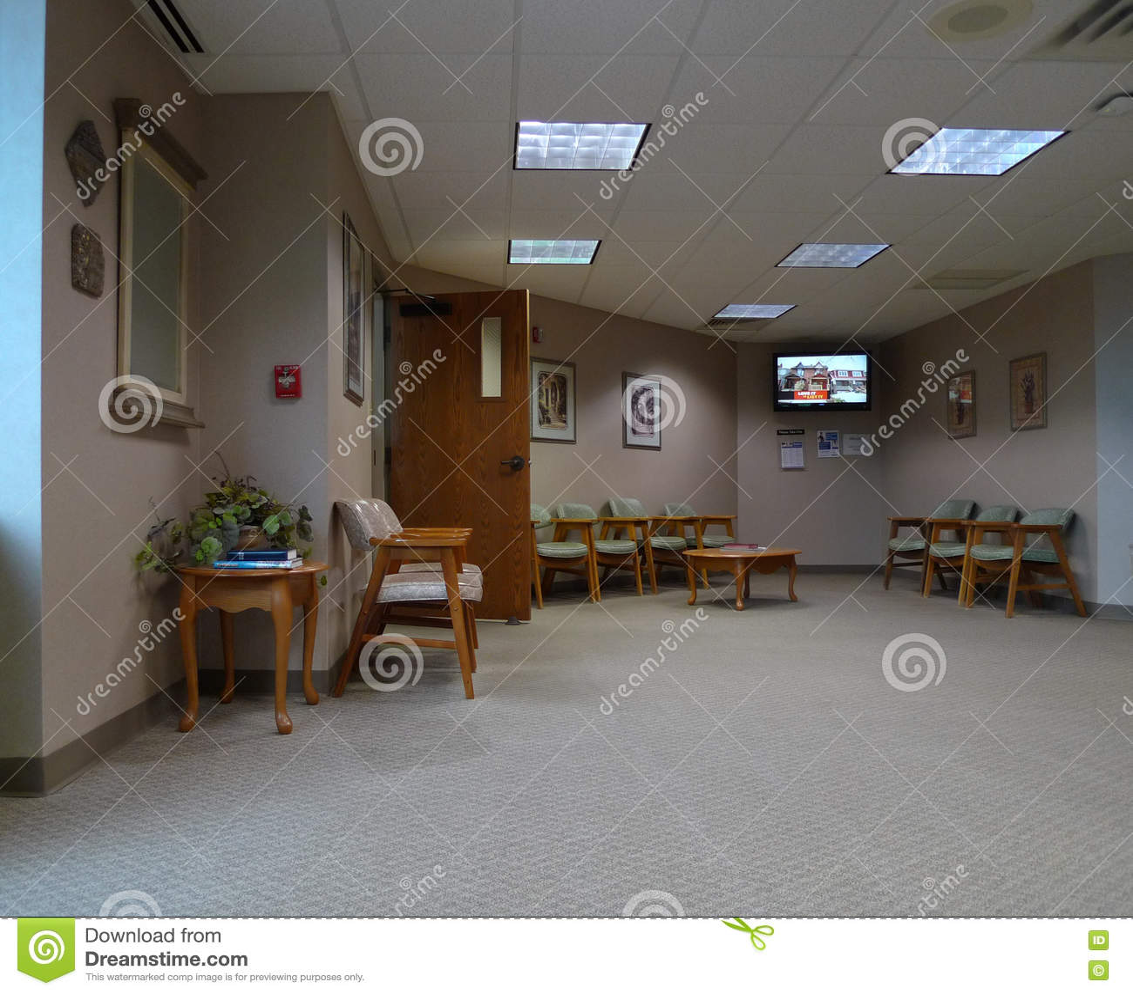 Chaises Salle D Attente Cabinet Medical salle d'attente dans le bureau médical moderne photo stock