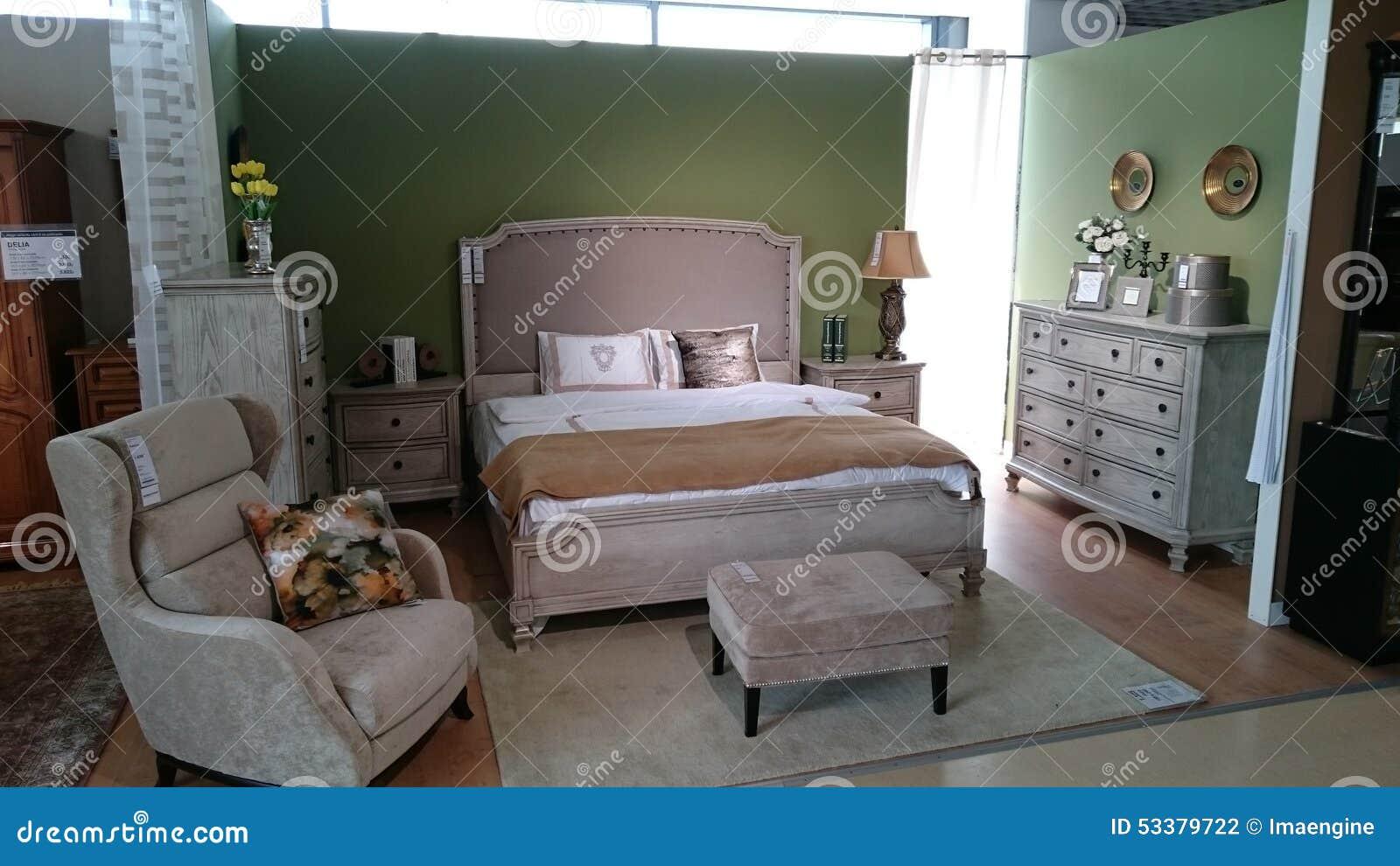 Salle d'exposition de meubles : chambre à coucher moderne ...