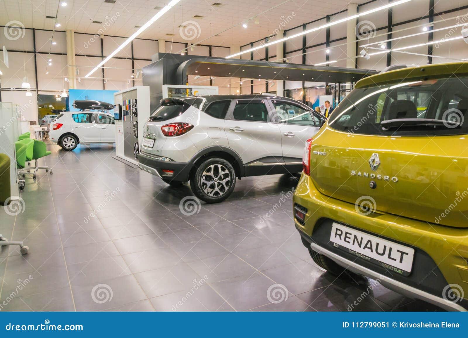 on sale da2d3 193bc Kazan, Russie - 19 octobre 2017   Salle d exposition et voiture de  concessionnaire Renault dans la ville de Kazan