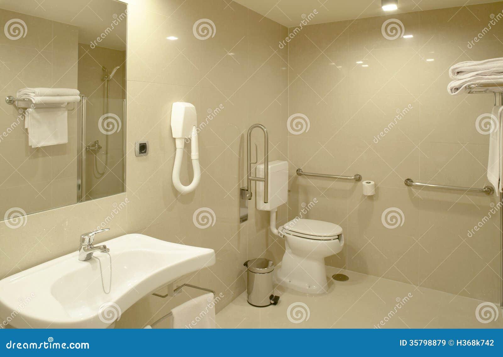 Salle de bains la chambre d 39 h pital moderne image stock for Salle de bain equipee