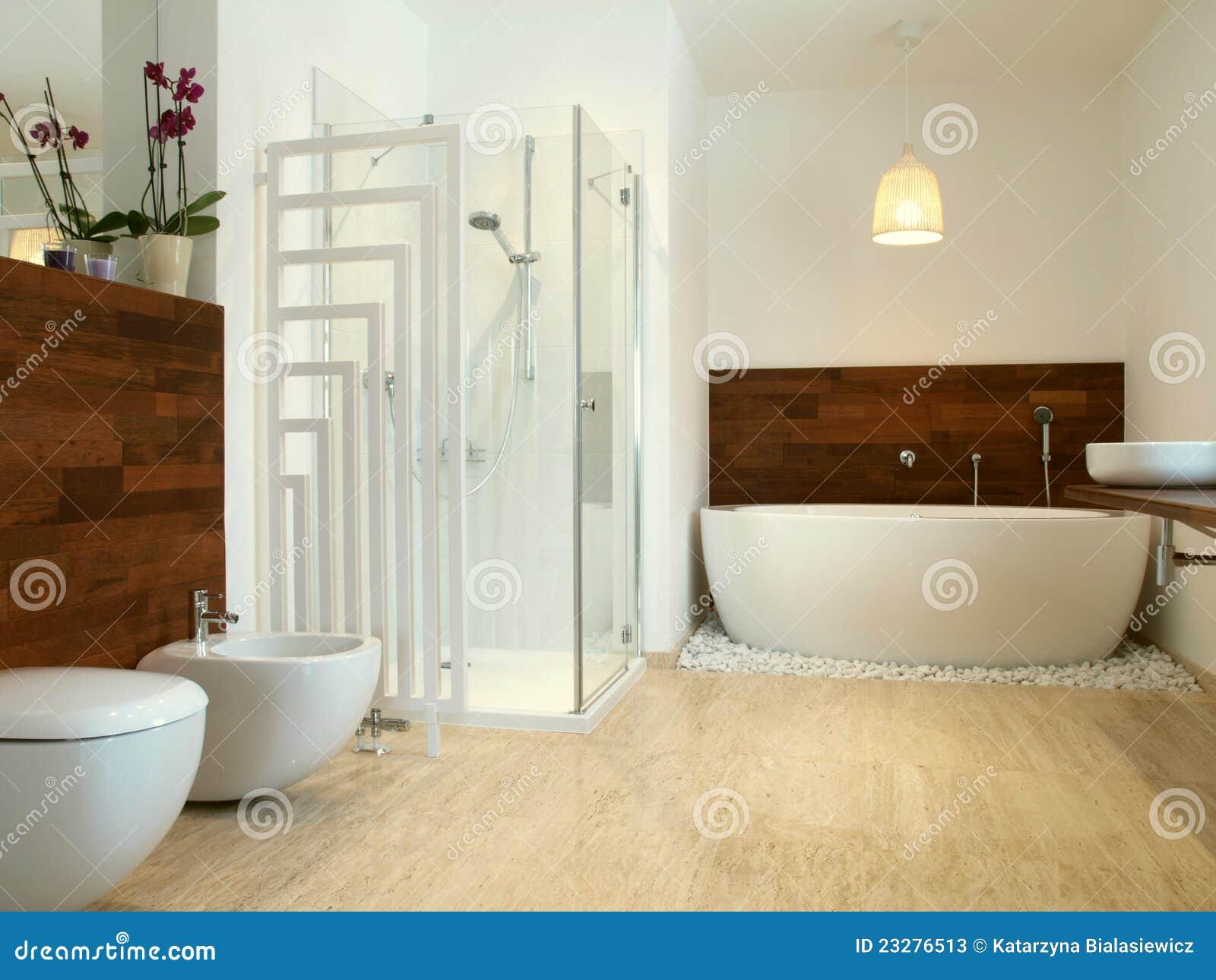 Salle De Bain Qui Pue L'Humidite ~ salle de bains africaine de type avec du bois exotique image stock