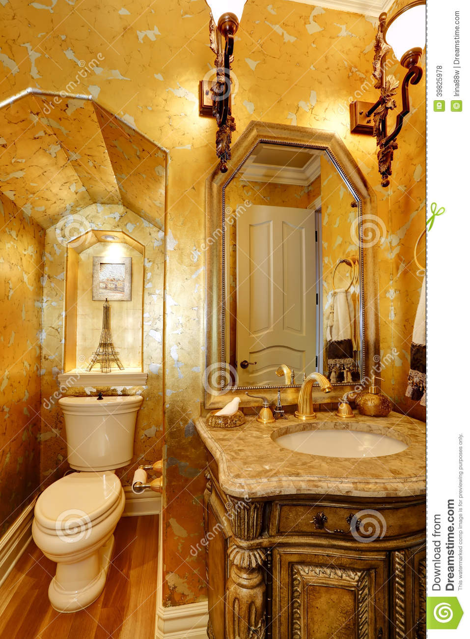 Salle de bains antique d 39 or de style photo stock image for Salle de bain style antique