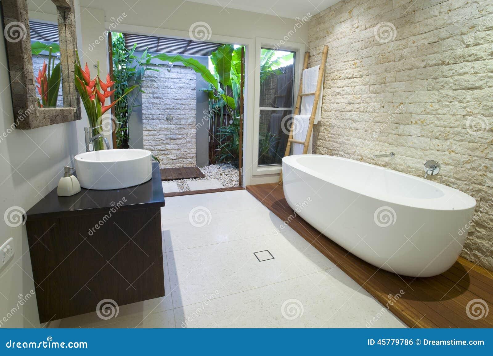 Salle De Bain Asiatique destiné salle de bains asiatique moderne avec la plate-forme de bois de