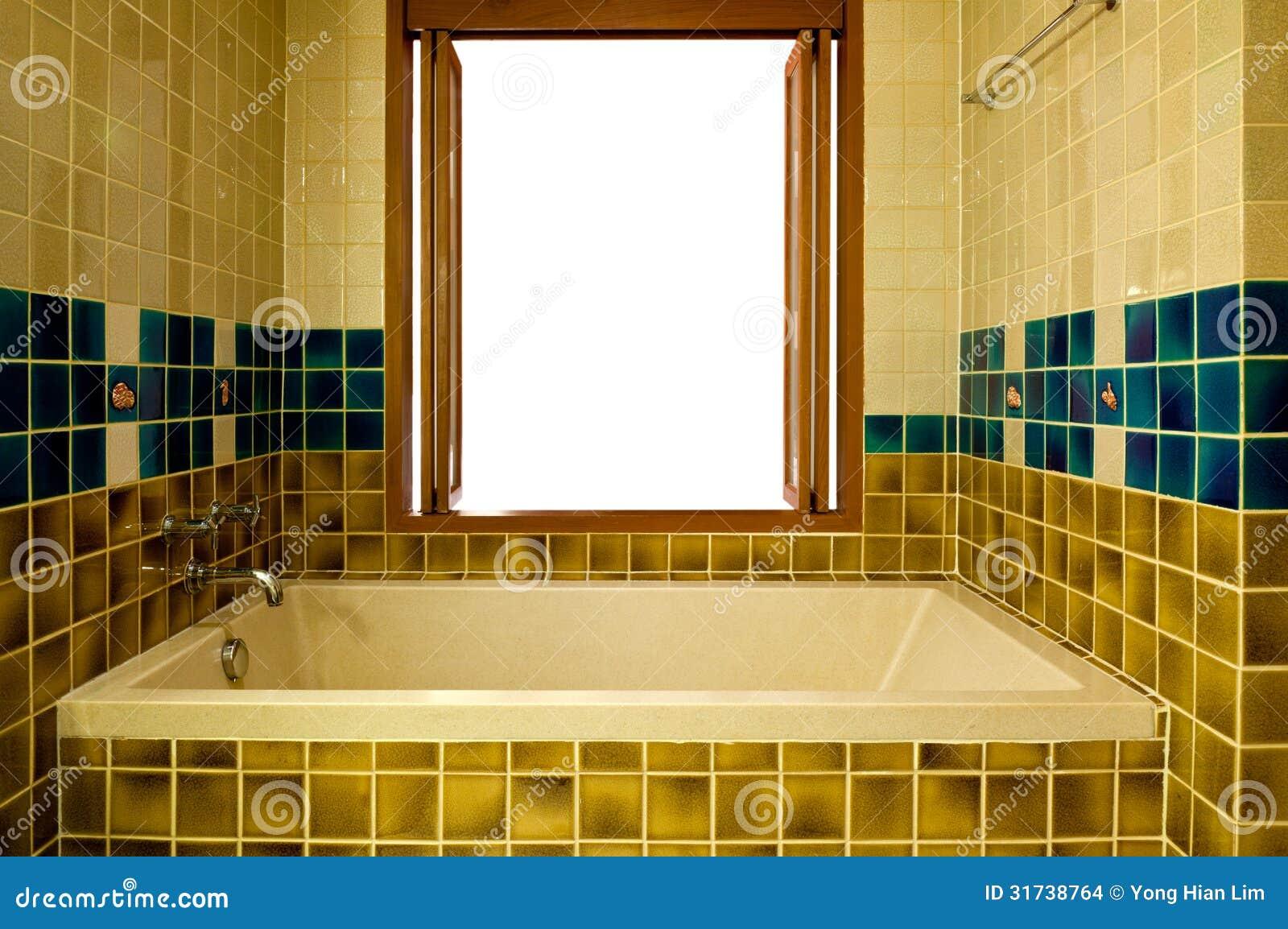 salle de bains avec la baignoire et la fen tre ouverte images stock image 31738764. Black Bedroom Furniture Sets. Home Design Ideas
