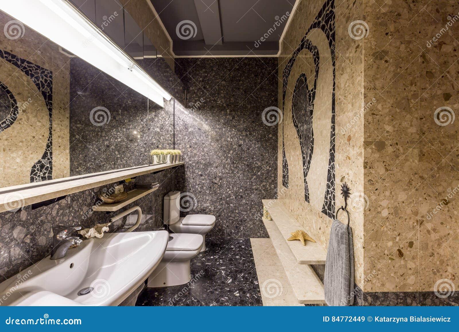 Modele Salle De Bain Avec Mosaique salle de bains avec la mosaïque en pierre image stock