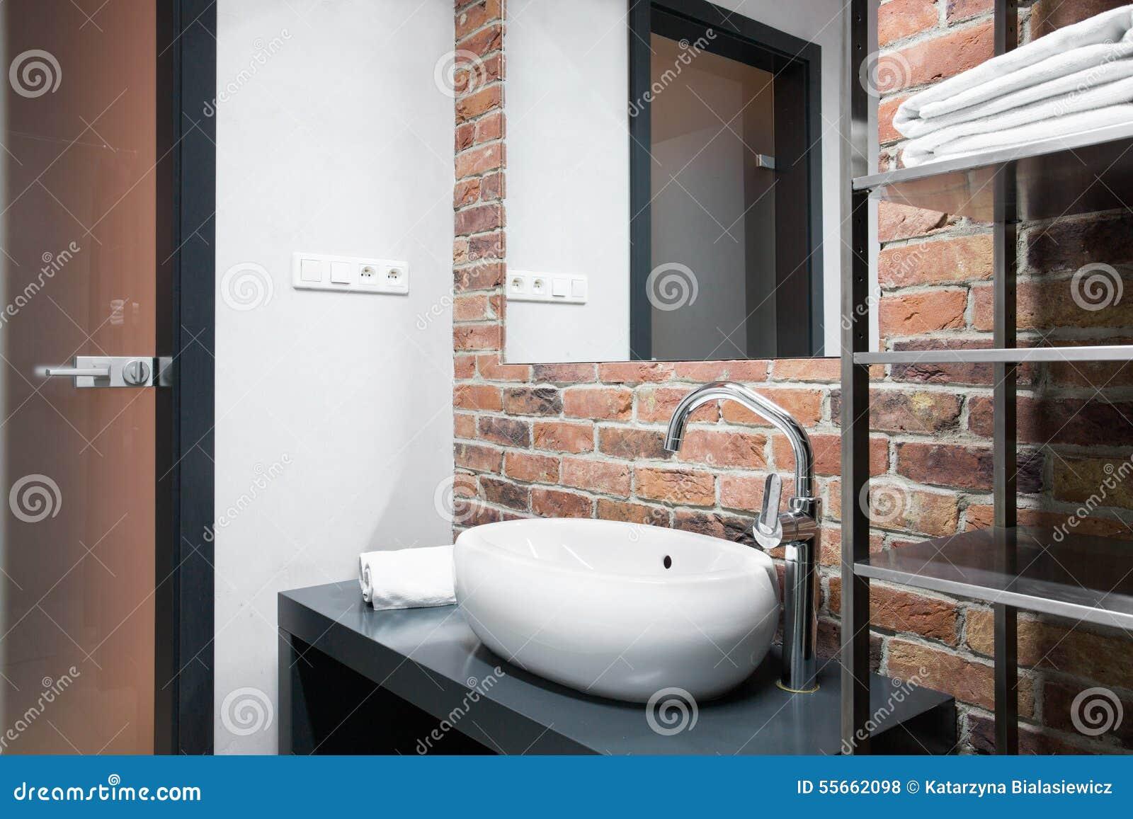 Salle De Bain Brique salle de bains avec le mur de briques photo stock - image du