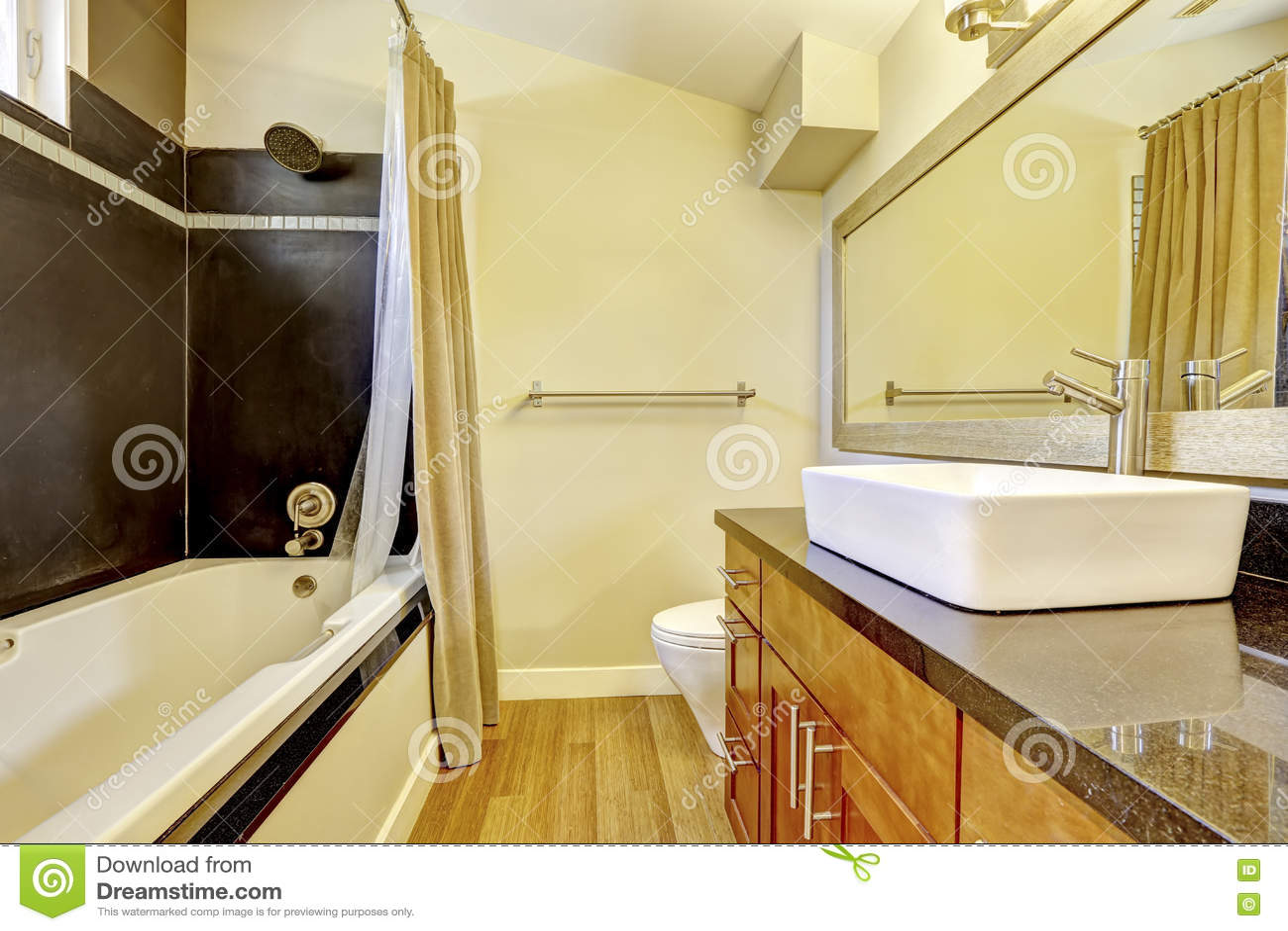 Salle De Bain Mur Noir ~ salle de bains avec le mur de contraste quilibre noir de mur et