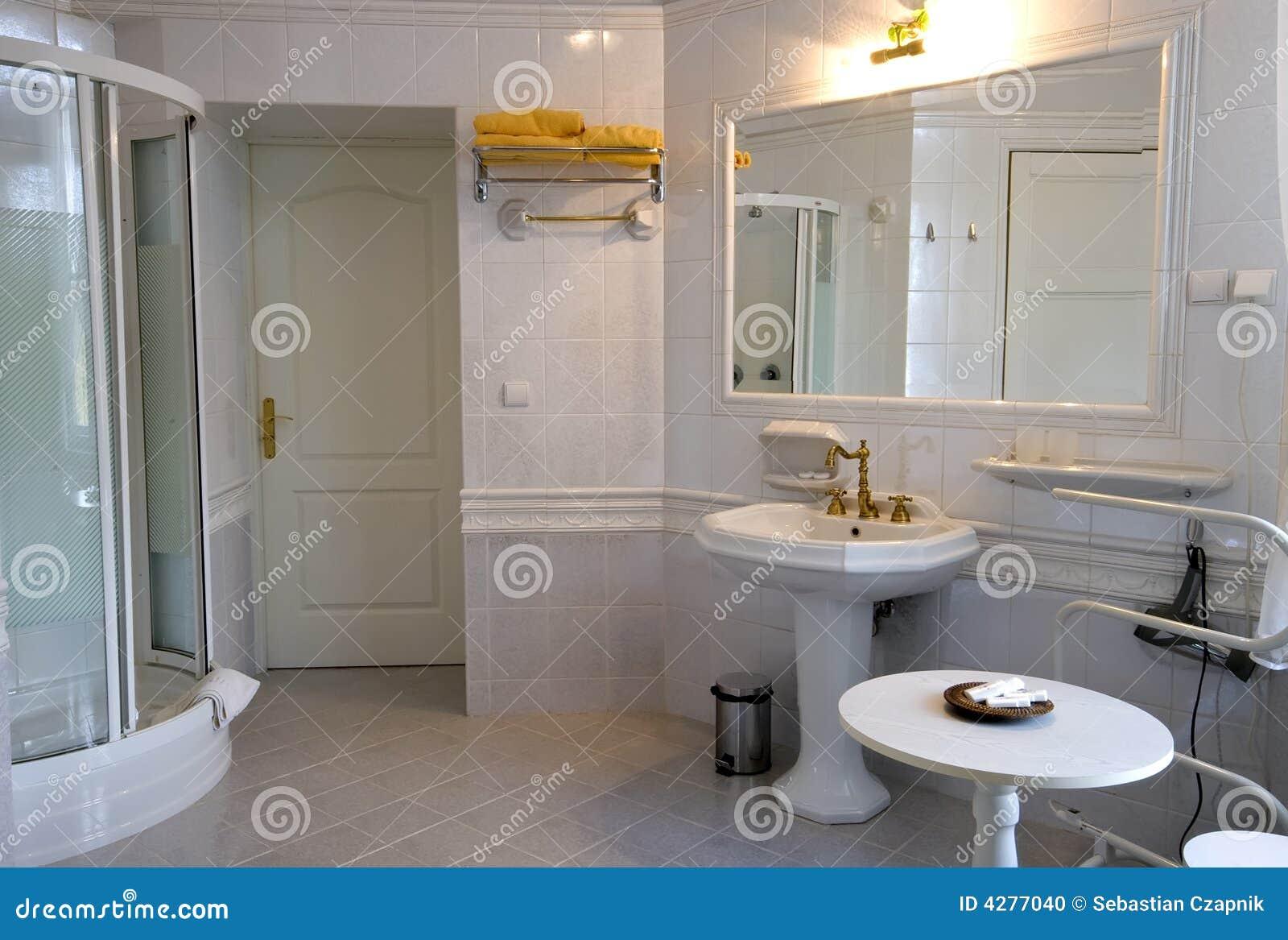 Salle de bains blanche photo stock image du palais pi ce 4277040 - Salle de bain toute blanche ...