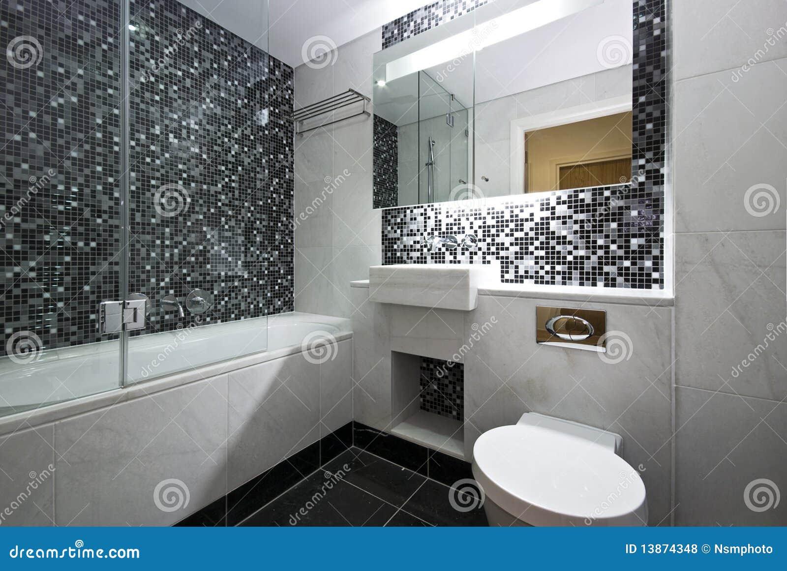 Salle de bains contemporaine d 39 en suite en noir et blanc for Salle de bain mosaique noir