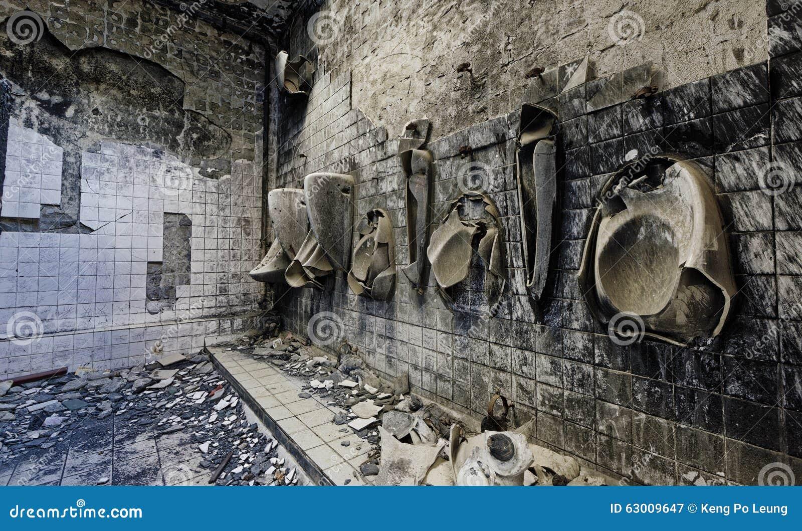 Salle de bains d 39 h pital psychiatrique photo stock image - Salle de bain hopital ...