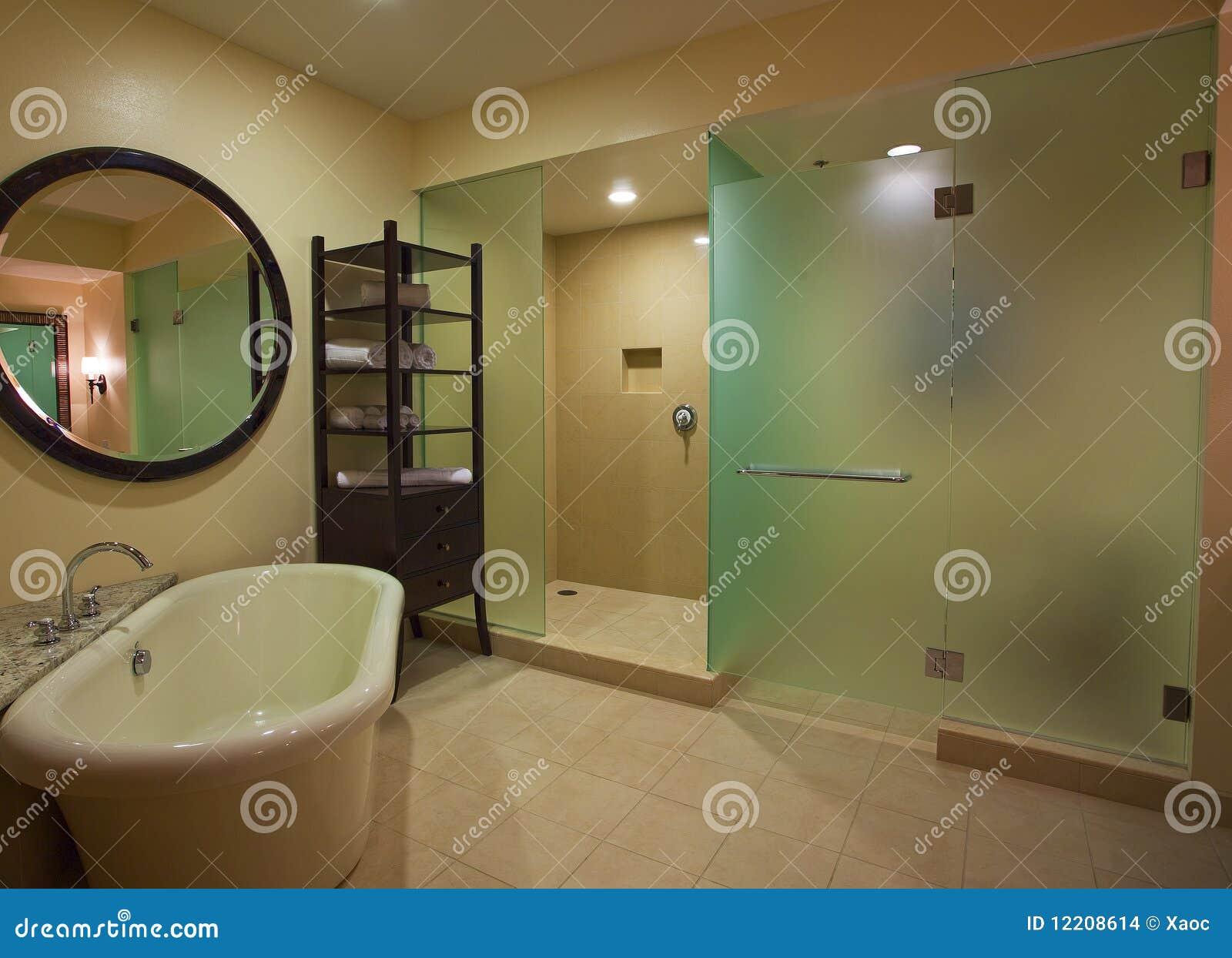 Salle de bains de luxe images stock image 12208614 for Salle de bain de luxe