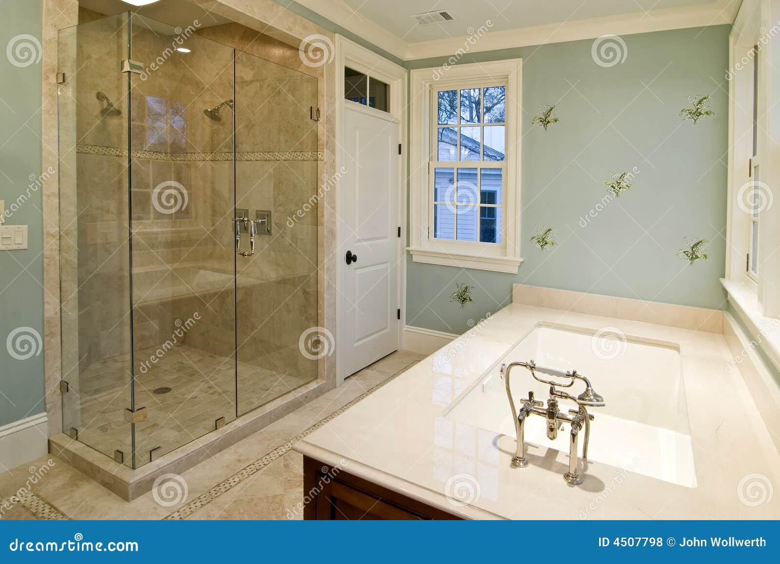 Salle de bains de luxe photos libres de droits image for Salle bain luxe