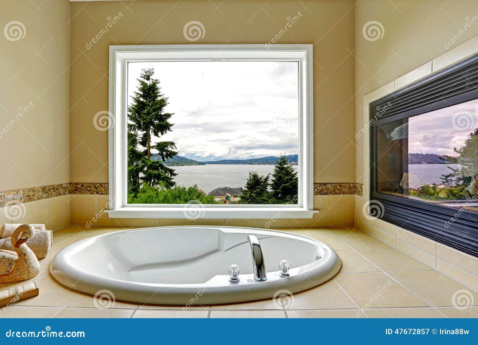 Salle De Bain Avec Vue ~ salle de bains de luxe avec la vue de chemin e et de baie image