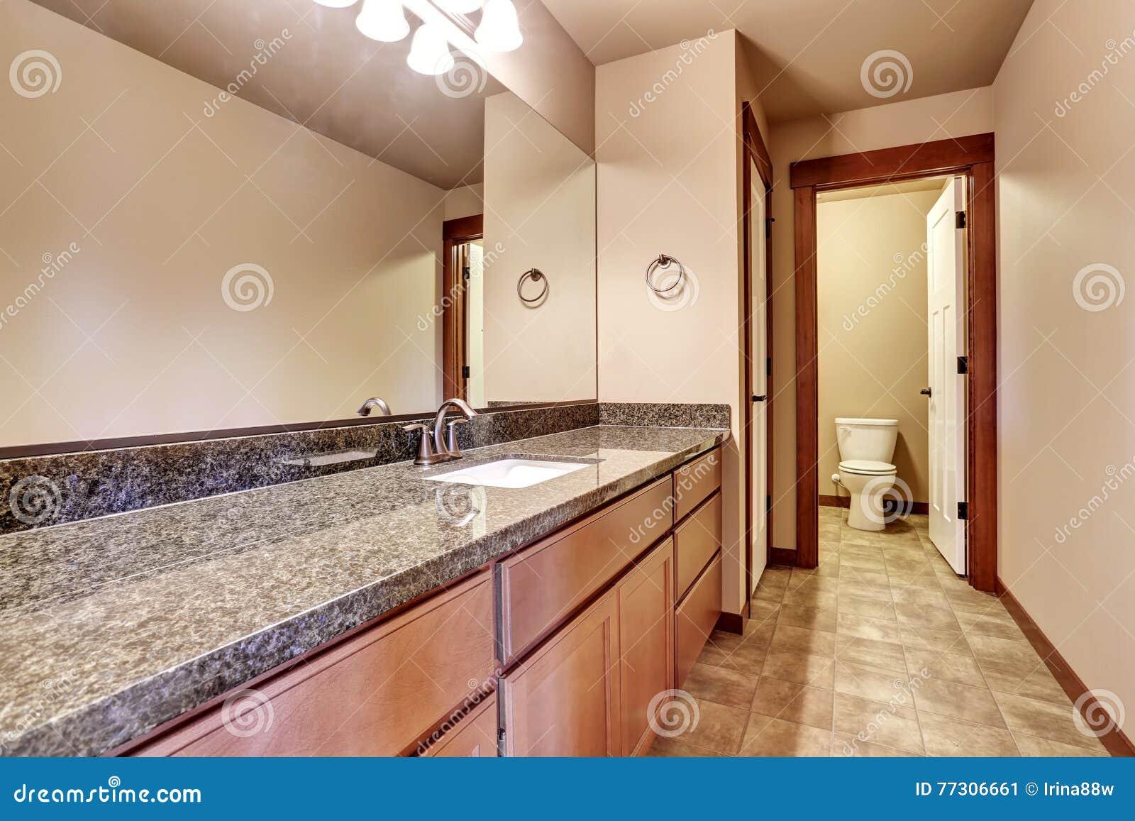 Plan De Travail Granit Beige salle de bains de luxe avec le coffret de vanité avec le