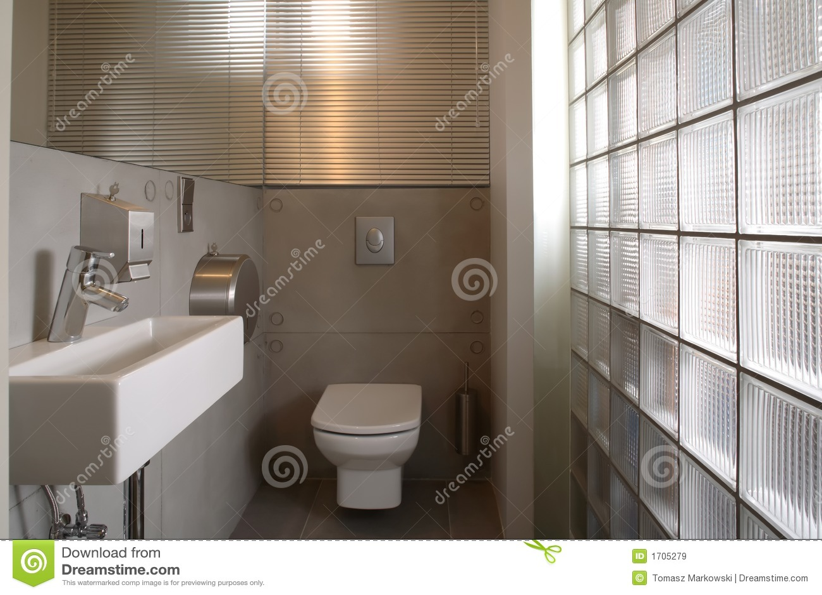 Salle de bains de luxe blanche moderne images libres de for Photos de salle de bain moderne