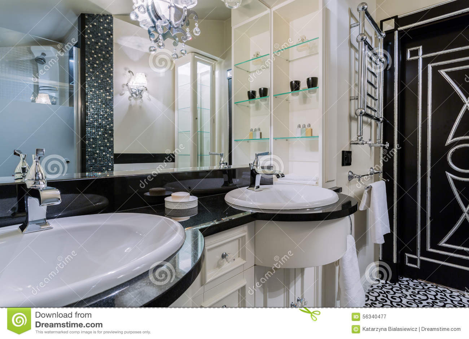 salle de bains de luxe dans le style baroque image stock. Black Bedroom Furniture Sets. Home Design Ideas
