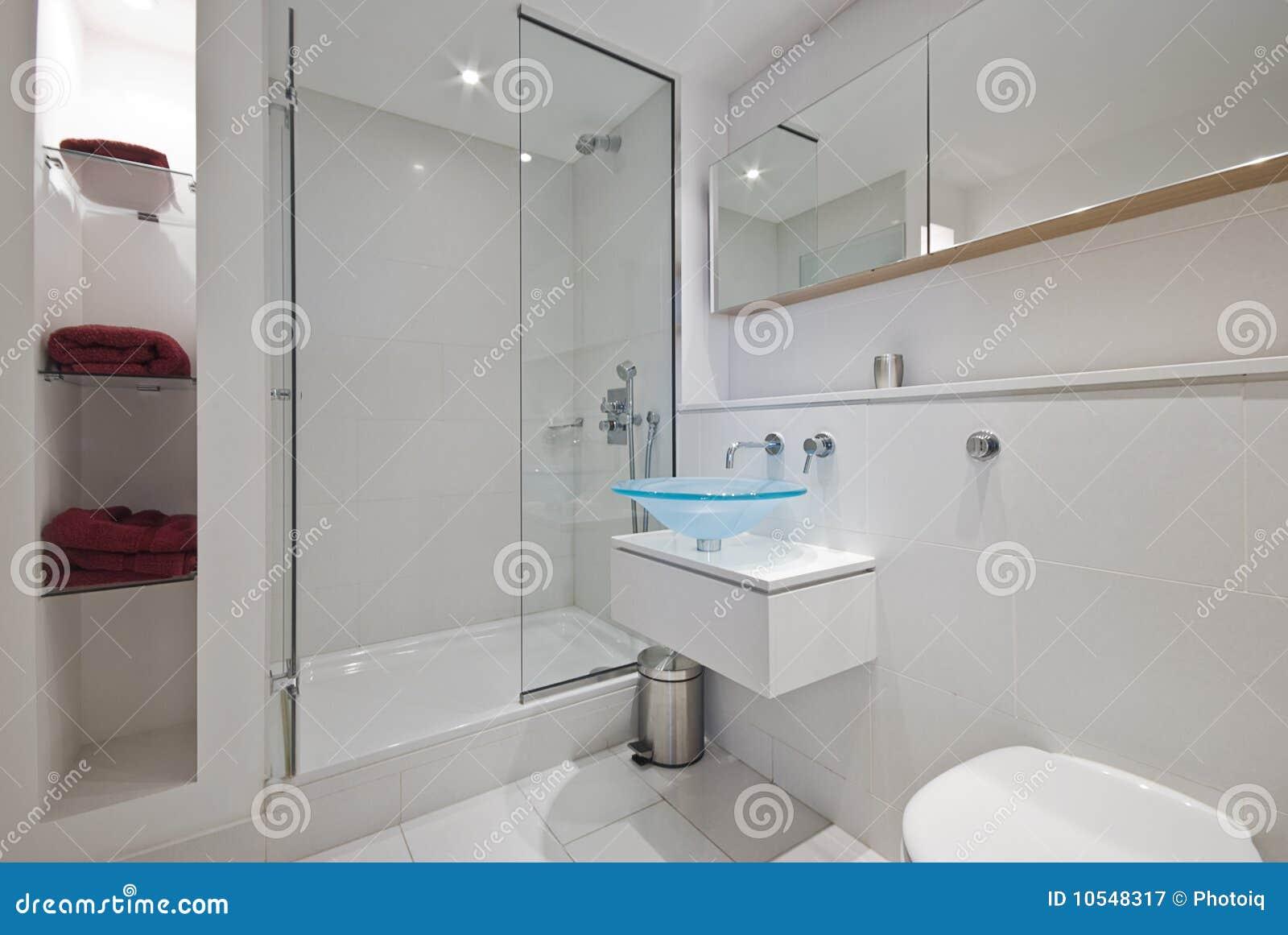 Salle de bains de luxe de suite photographie stock libre for Salle bain luxe