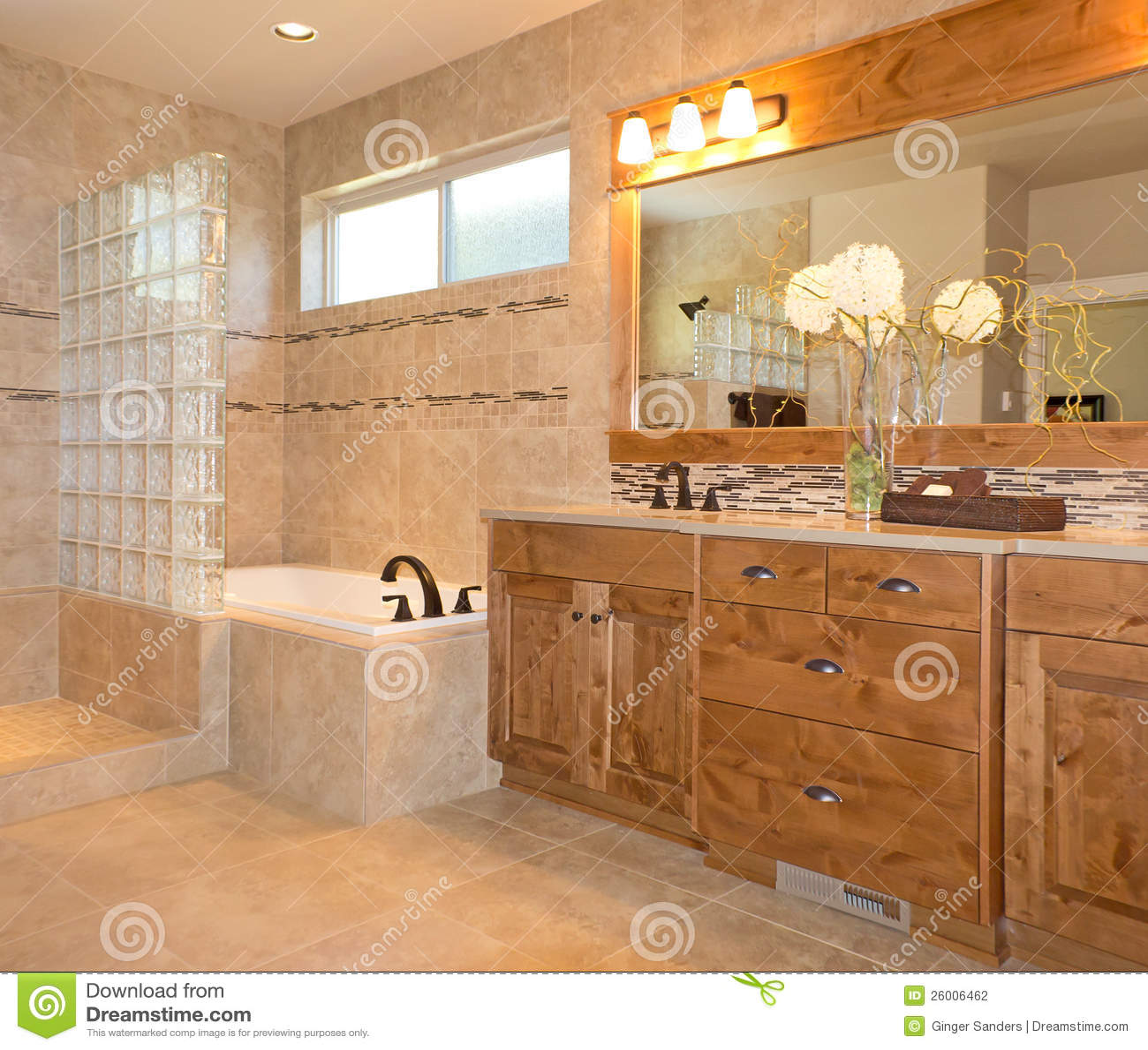 salle de bains de luxe de tuile en beige et or photo stock image du glace propre 26006462. Black Bedroom Furniture Sets. Home Design Ideas