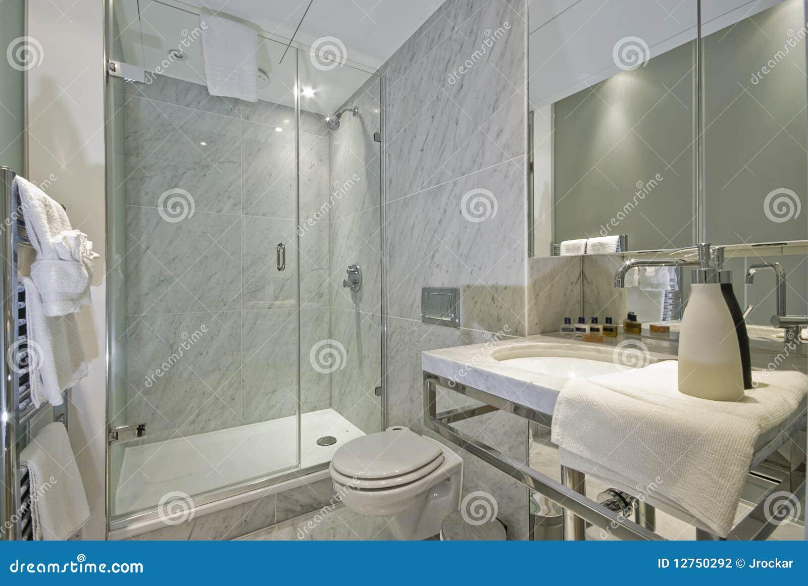 Salle de bains de marbre