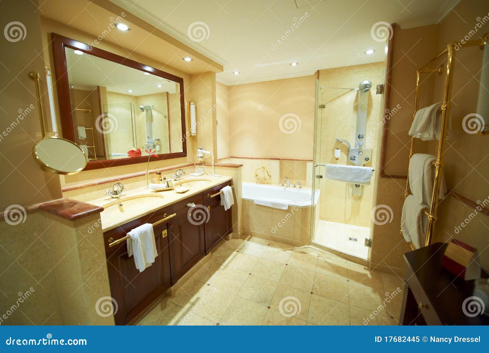 Salle de bains moderne image stock image du h tel - Bain douche nancy ...