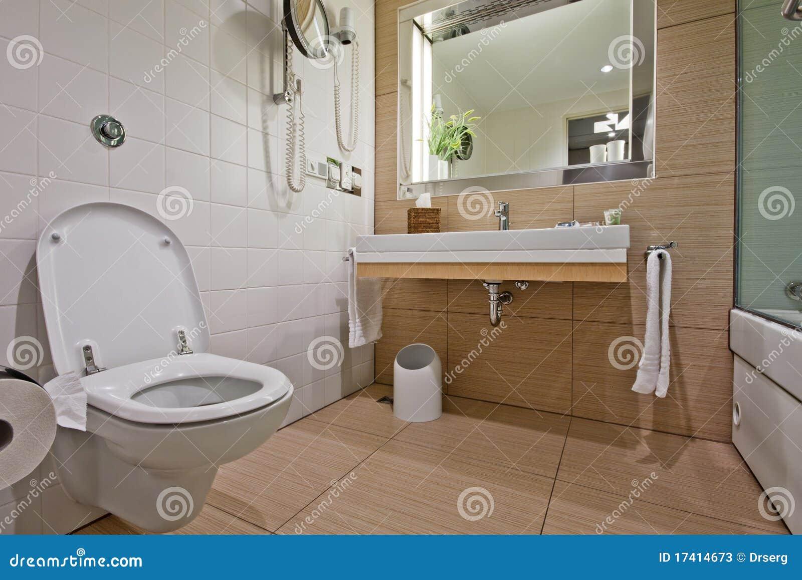 Chambre avec salle de bain et toilette – lombards